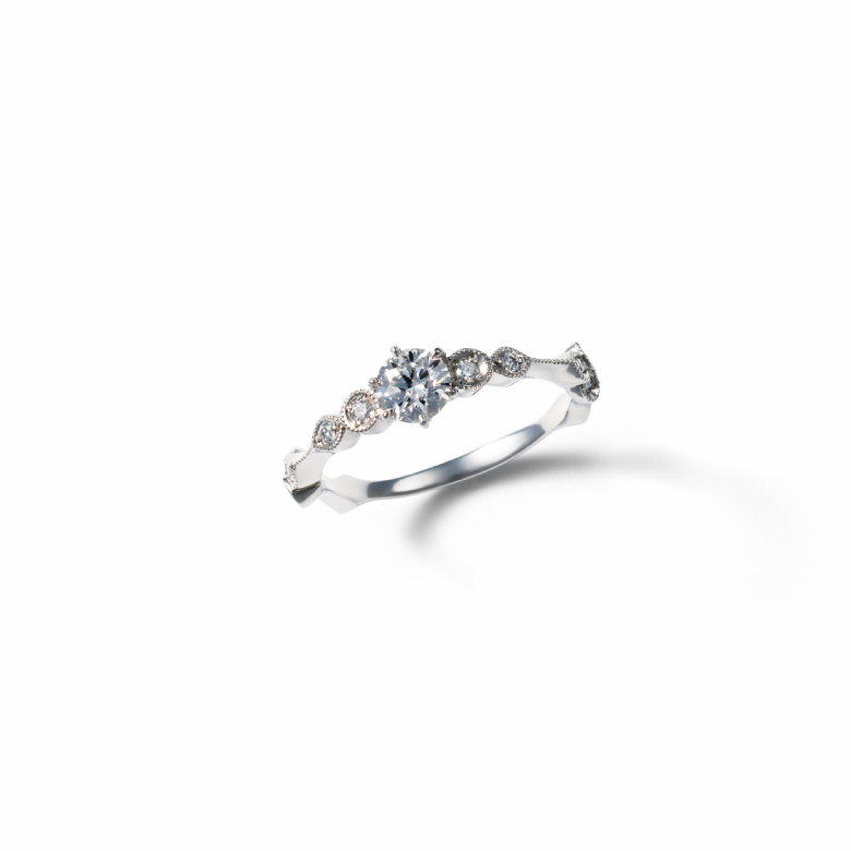 MATERIAL : Platinum900 Engagement Ring / Diamond 0.30ct UP